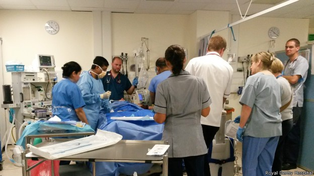 Segundo médicos, John Gilmartin não sofreu nenhum dano irreversível e já se recuperou totalmente (Foto: Royal Derby Hospital/BBC)