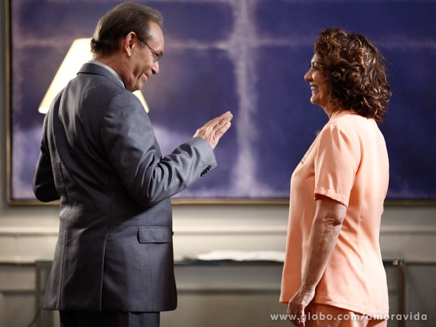 Herbert convida Ordália para visitá-lo (Foto: Jacson Voguel/Tv Globo)