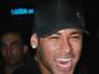 Neymar curte show do Thiaguinho com a irmã e a mãe de seu filho