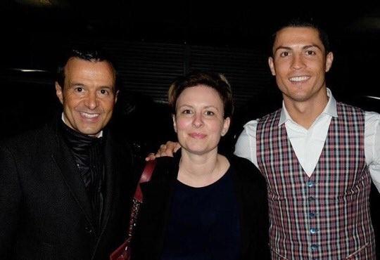 O empresário de Cristiano Ronaldo, Jorge Mendes, Chantal Borgonovo e CR7 (Foto: reprodução/twitter)