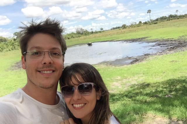 Fábio Porchat com a mulher, Nataly Mega, em Botswana. (Foto: Arquivo pessoal)