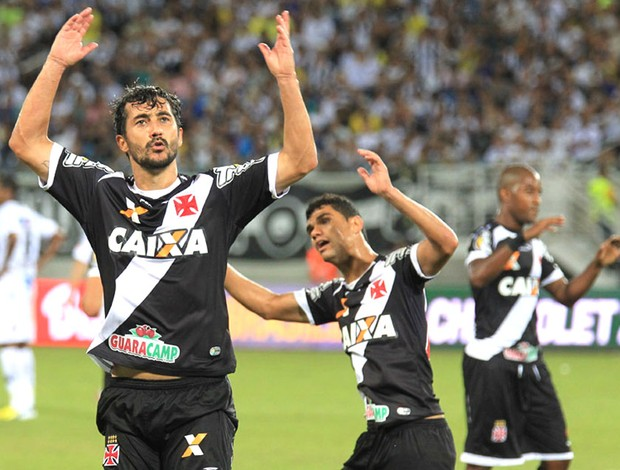Douglas comemora gol do Vasco contra o ABC (Foto: Marcelo Sadio / Vasco.com.br)