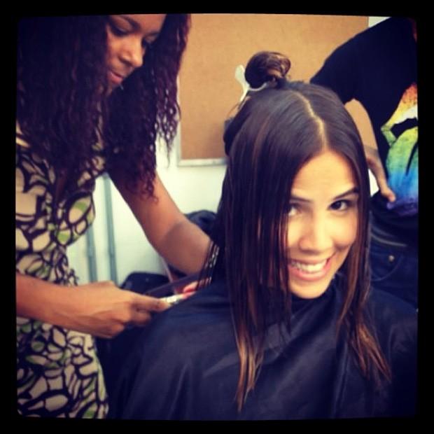 A atriz no salão fazendo a transformação para a novela Dona Xepa (Foto: Reprodução/Instagram)