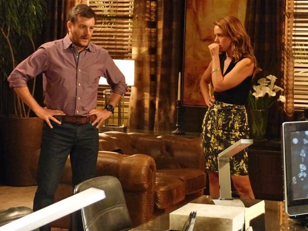 Cristina fica preocupada com mancada de Josué (Foto: Fabio Rosso/ Gshow)