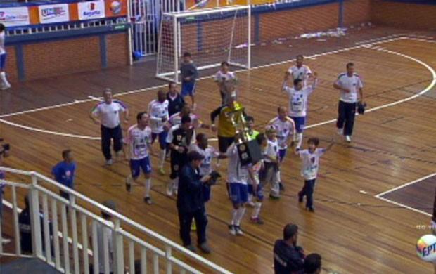 São Sebastião do Paraíso conquista o tri-campeonato da Taça EPTV de Futsal. (Foto: Reprodução EPTV)