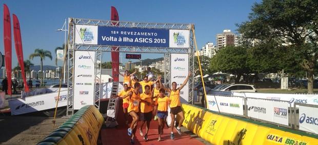 Equipe Tubarão vence Rezevamento Volta à Ilha Florianópolis (Foto: João Salgado / RBS TV)