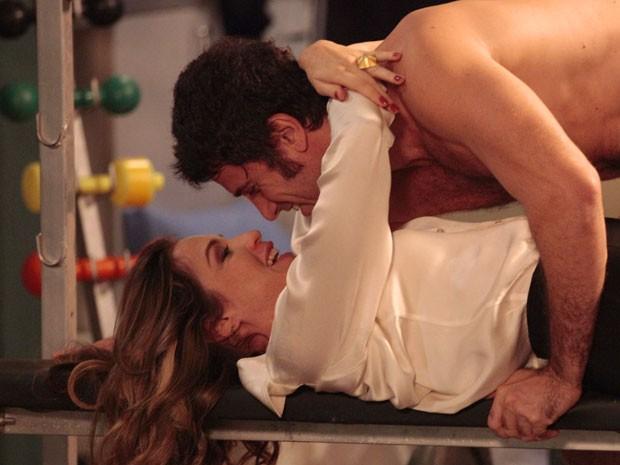 Ninguém apaga o fogo deste casal (Foto: Guerra dos Sexos / TV Globo)
