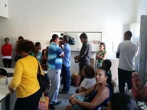 Mmovimentação é intensa na 2ª Delegacia Metropolitana (Foto: Kedma Ferr/TV Sergipe)