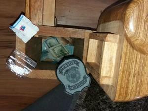 Dinheiro apreendido pela PF nesta terça-feira estava em fundo falso (Foto: PF/ Divulgação)