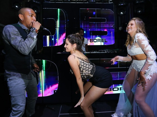 Nego do Borel, Amanda Godoi e Gabi Lopes em festa na Zona Norte do Rio (Foto: Manuela Scarpa/ Brazil News)
