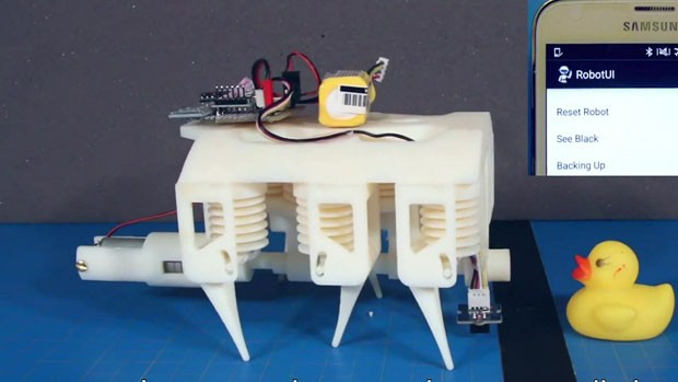 Robô feito de impressora 3D pelo departamento de Ciência da Computação do Massachusetts Institute of Technology (MIT) e Laboratório de Inteligência Artificial da instituição. (Foto: BBC)