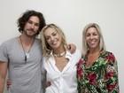 Após cachê milionário, Sharon Stone deixa o Brasil em avião comercial