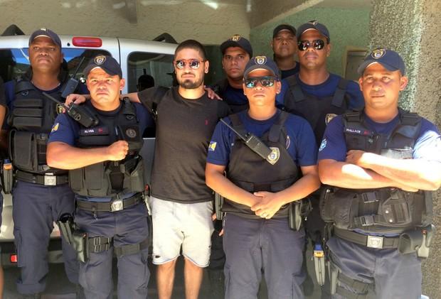 Artistas precisam da ajuda da policia em partida de futebol  (Foto: Cleomir Tavares / Divulgação)
