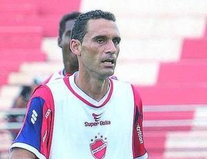 César Gaúcho, zagueiro do Vila Nova (Foto: Sebastião Nogueira/O Popular)