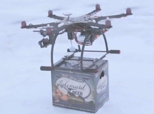 Empresa quis implementar entrega de cerveja por drones, mas foi barrada por autoridades dos EUA (Foto: Reprodução/YouTube/LakemaidSpotter)