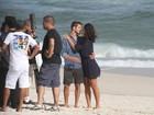 José Loreto e Débora Nascimento gravam na praia