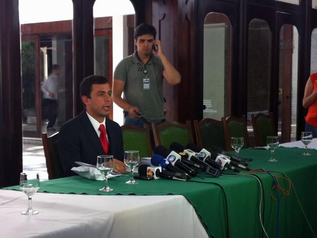 Jader Marques concede entrevista coletiva em Santa Maria (Foto: Tatiana Lopes/G1)