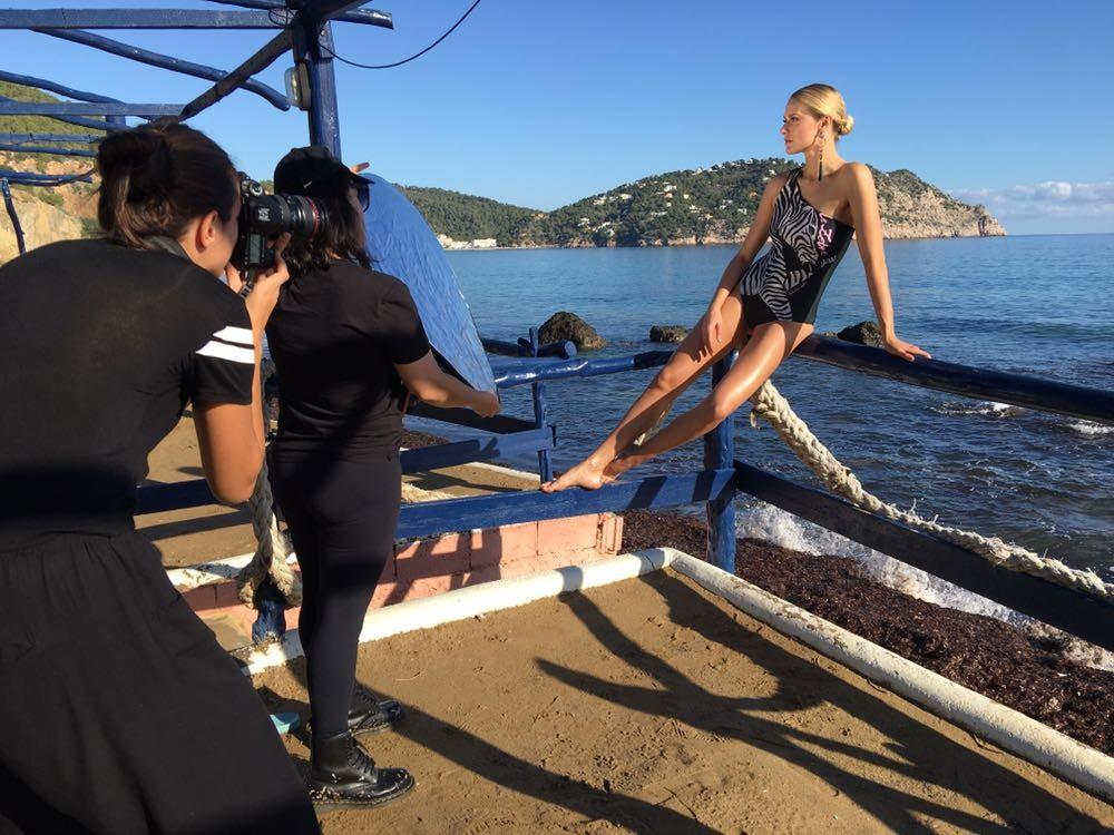 Celina Locks ataca de estilista e lança coleção-cápsula para a TIG (Foto: Divulgação)