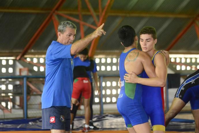 técnicos estrangeiros vila olímpica de manaus (Foto: Antônio Lima/Sejel)