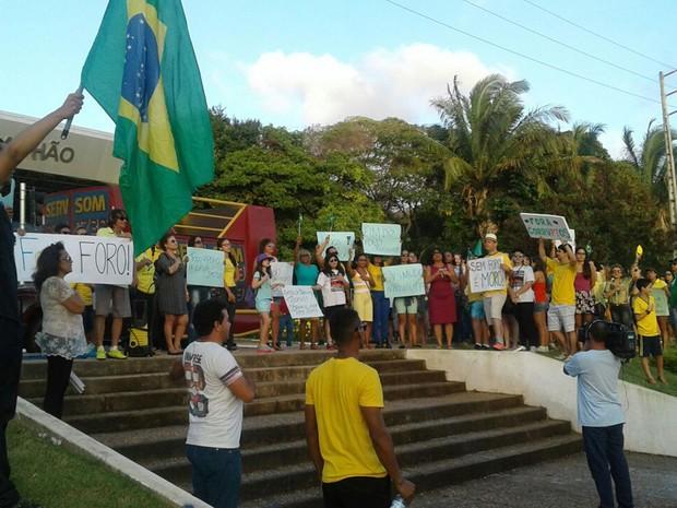 Ato em defesa da Lava Jato ocorreu em frente a Assembleia Legislativa do Maranhão em São Luís (MA) (Foto: Alex Barbosa/TV Mirante)