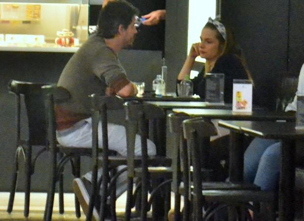 Vitória Frate e Pedro Neschling em lanchonete de shoopping carioca (Foto: AgNews)