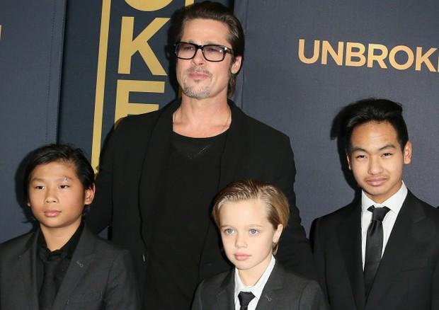 Brad Pitt com Pax, Shiloh e Maddox (Foto: Getty Images)