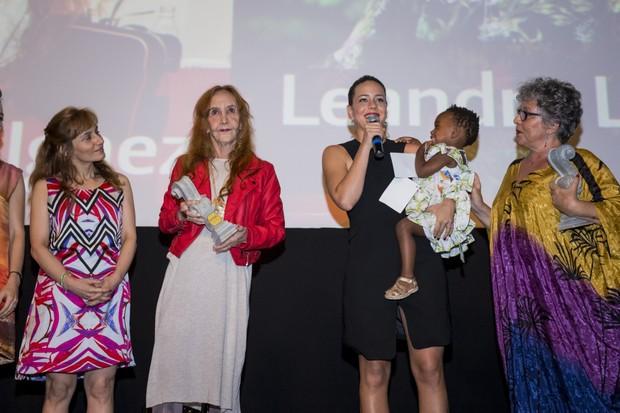 Helena Ignez, também homenageada, Leandra Leal e Julia (Foto: Leo Lara/Divulgação)