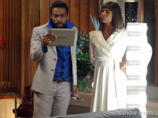 Dorothy mostra vídeo que acaba com Brian (Foto: Geração Brasil / TV Globo)