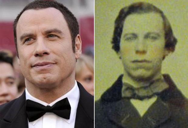 À direita, foto antiga que estava sendo leiloada e lembraria o ator John Travolta. (Foto: AP/Reprodução)