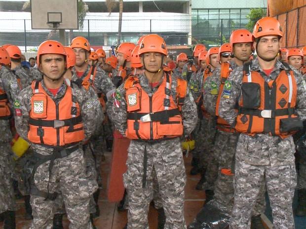 Homens da Força Nacional chegam ao Espírito Santo para ajudar vítimas da chuva (Foto: Reprodução/TV Gazeta)
