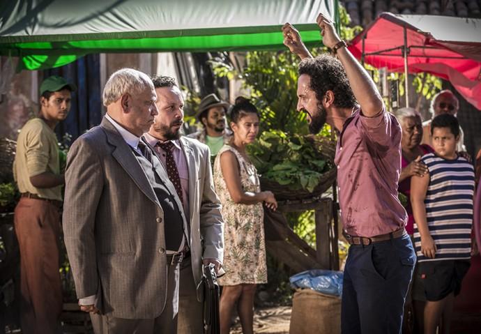 No início o papo, o prefeito Raimundo não imaginou a proporção que a conversa tomaria (Foto: Inácio Moraes/ Gshow)