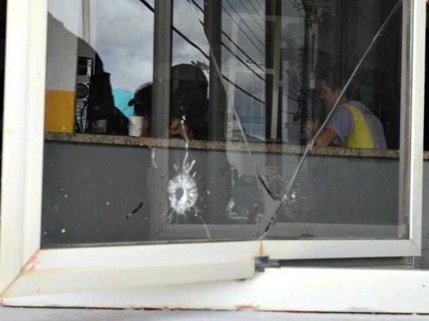 Assalto em frente à academia em Rio Branco  (Foto: Caio Fulgêncio/G1)
