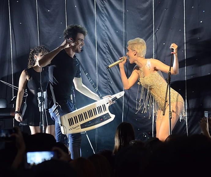 Sophia Abrahão no palco durante a turnê 'Tudo que eu sempre quis' (Foto: Édipo Régis / Divulgação)