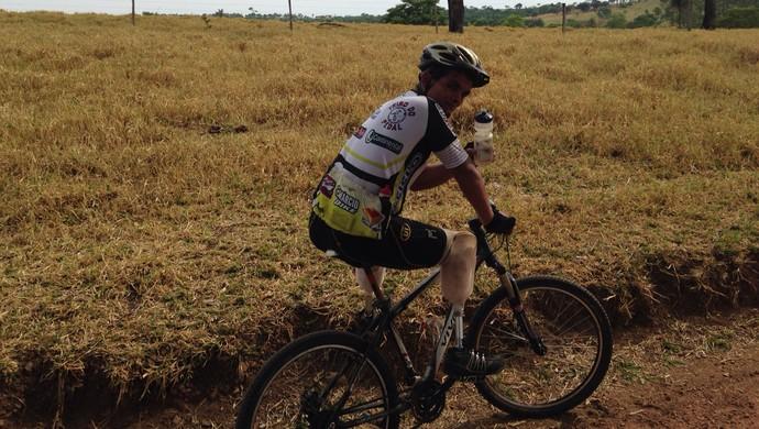 Deivid Oliveira teve pernas amputadas após leucemia, em Goiânia, Goiás (Foto: Arquivo Pessoal)