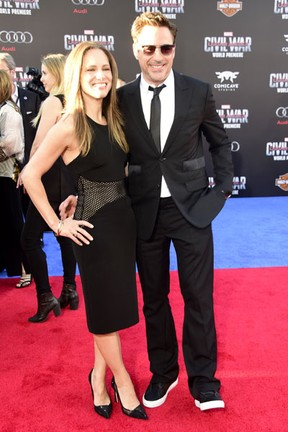 Susan Downey e Robert Downey Jr. em première em Los Angeles, nos Estados Unidos (Foto: Frazer Harrison/ Getty Images/ AFP)