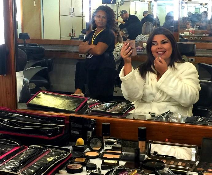 Fabiana Karla nos bastidores do estúdio do Tomara que Caia (Foto: Felipe de Oliveira/Gshow)
