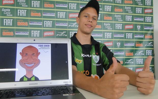 Luiz Ricardo, caricaturista, visita o América-MG (Foto: Marco Antônio Astoni/Globoesporte.com)