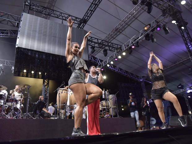 Scheila Carvalho, Xanddy e Carla Perez em show em Salvador, na Bahia (Foto: Elias Dantas/ Ag. Haack)