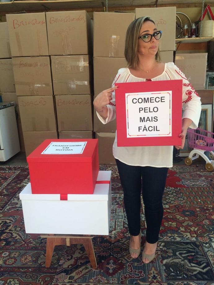 Priscila aponta quais pontos são necessários para desapegar  (Foto: Paula Oliveira)
