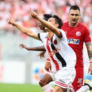 Oeste x Náutico gol Mike (Foto: Marlon Costa / Pernambuco Press)