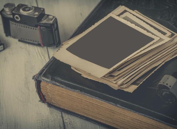 Câmera fotográfica e álbum de família (Foto: Thinkstock)