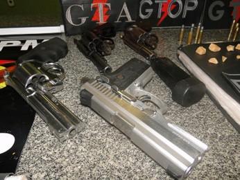 Armas de fogo apreendidas em festa na Estrutural (Foto: Polícia  Militar/Reprodução)