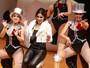 Ex-BBB Vanessa sensualiza em coreografia com chacretes no teatro