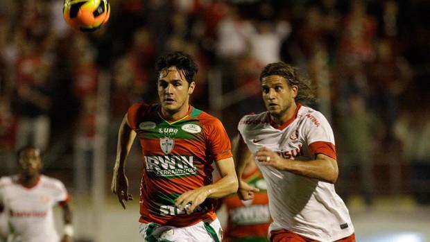 Lima e Rafael Moura, Portuguesa x Internacional (Foto: Nelson Antoine/Agência Estado)