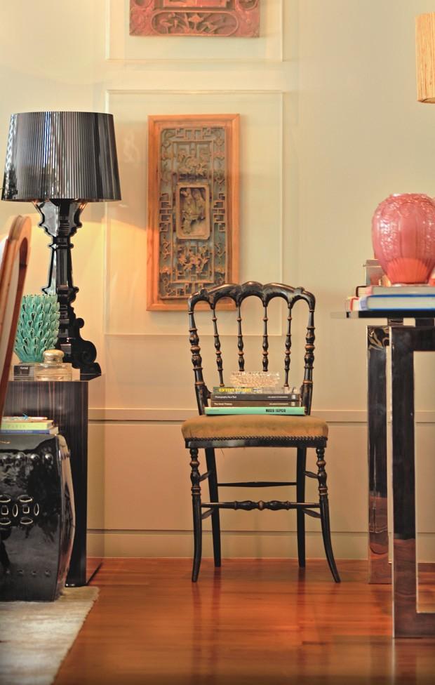 Objetos antigos contam histórias neste apartamento modernista (Foto: Divulgação)