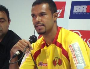Rubens Cardoso é apresentado pelo Jabaquara (Foto: Bruno Gutierrez/Globoesporte.com)