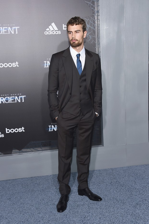 Theo James em première em Nova York, nos Estados Unidos (Foto: Larry Busacca/ Getty Images/ AFP)