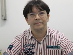 Professor de Química Abel Fonseca (Foto: Yara Pinho/G1)