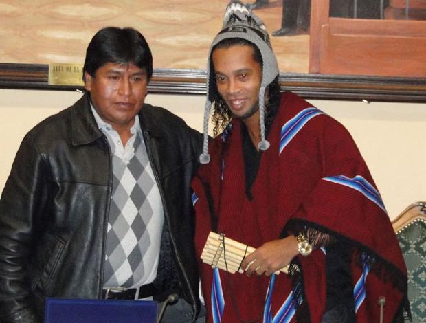 Ronaldinho Gaúcho em evento de homenagem a Bolívia (Foto: Léo Simonini)