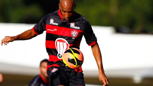 Dinei, atacante do vitoria (Foto: Felipe Oliveira/EC Vitória/Divulgação)